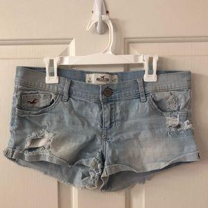Lightwash ripped denim shorts